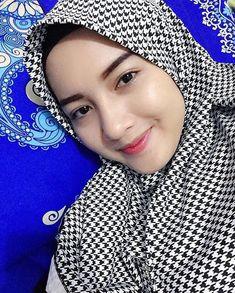 Beautiful Muslim Women, Beautiful Girl Image, Beautiful Hijab, Moslem, Muslim Beauty, Islamic Girl, Turkish Fashion, Hijab Chic, Girl Hijab