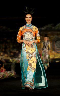 "Minh Hanh. Vietnamese Fashion Designer. Ao Dai ""Oriental Night"". Festival Hue 2012. Photo: Alex Cui"