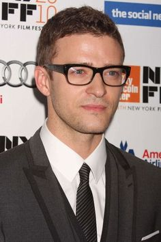 Justin Timberlake is rocking the geek chic glasses    Hot celebrity nerds