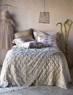 Can someone say Shabby Chic, Bohemian, and Romance all in one?  This store has it all. www.cottagechicstore.com