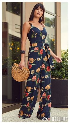 Swans Style is the top online fashion store for women. Shop sexy club dresses, jeans, shoes, bodysuits, skirts and more. Fashion Pants, Girl Fashion, Fashion Dresses, Womens Fashion, Classy Outfits, Beautiful Outfits, Casual Outfits, Jumpsuit Outfit, Jumpsuit Pattern