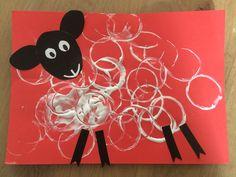 Schaap stempelen met een keukenrol Minnie Mouse, Disney Characters, Fictional Characters, School, Art, Art Background, Kunst, Schools, Performing Arts