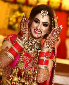 Pinterest: @shikachand  Indian bride, beautiful lhengas , bridal makeup, bridal jewellery, henna, mhendi. Haar. Indian bridal attire. Maang tikka