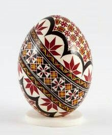 Hand-painted Easter eggs – Duck eggs in batik technique – gleaming Ukrainian Easter Eggs, Ukrainian Art, Fabrege Eggs, Carved Eggs, Christmas Embroidery Patterns, Easter Egg Designs, Quilling Christmas, Duck Eggs, Egg Crafts