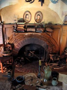 LOTR Hobbiton Bilbo Baggins' Bag End hobbit-hole: Closeup of the fireplace in the Bag End living room.