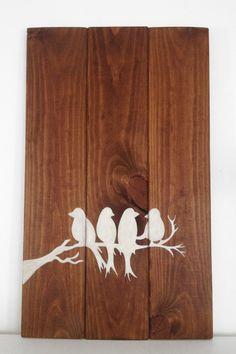 Hand Painted Wooden Birds Sign - Brown and white Rustic - Great Bedroom or hall decor - Positive - On Etsy, 25€ https://www.etsy.com/es/shop/AlohaWood  Cuadro hecho a mano con tablas de madera de pino - Pajaros - Estilo rústico en colores blanco y marrón - Perfecto para decorar la habitación o el salón - Dale un toque rústico a tu hogar! En Etsy 25€  https://www.etsy.com/es/shop/AlohaWood