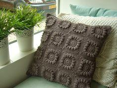 7 csodaszép horgolt párna – ilyet neked is be kell szerezned! Crochet Home, Love Crochet, Crochet Granny, Crochet Motif, Beautiful Crochet, Crochet Designs, Crochet Stitches, Knit Crochet, Rugs