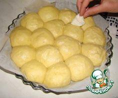 Тесто бриошь было придумано французскими кондитерами - братьями Жульен в начале 19-го века.. И приобрело большую популярность во всем мире.. Тесто, а также одноименная сдобная булочка названы ими в …