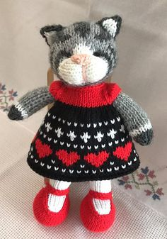 Ravelry: Little Cotton Rabbits Toys Patterns little cotton rabbits a knit and crochet community Knitted Bunnies, Knitted Cat, Knitted Animals, Knitted Dolls, Crochet Toys, Knit Crochet, Cotton Crochet Patterns, Animal Knitting Patterns, Garnstudio Drops