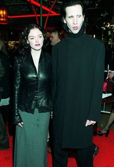 Rose McGowan and Marilyn Manson in the Grunge Fashion, 90s Fashion, 90s Grunge Hair, Goth Subculture, Goth Look, Rose Mcgowan, Portraits, Marilyn Manson, Dita Von Teese