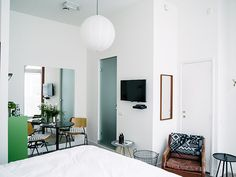 Room One in Utrecht: the smallest hotel with a truly cosy room!