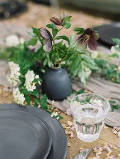 Simple Wedding Ideas with Organic Design I Creative direction and design: Kylie Swanson I Flowers: Bows and Arrows I Heather Hawkins Photography