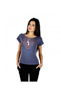 Темно-сіра жіноча футболка з вишивкою в українському стилі. Орнамент  виготовлено в червоно- 72368d9d890ae