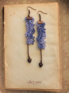 Articoli simili a Beautiful Fresh Blue Lavender Lace Earrings/ Leaf/ Cocktail Time/ Flowers and Arabesques/ Lace Earring/ Vintage Style/ Gift for Her su Etsy Lace Earrings, Lace Jewelry, Vintage Earrings, Drop Earrings, Etsy Coupon, Vintage Fashion, Vintage Style, Color Show, Metal