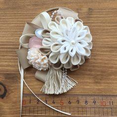 つまみ細工のコサージュ 髪飾り | 胸花 | ゆえ | Creema 手作・設計購物網站