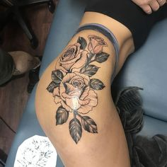 125 Best Thigh Tattoos For Women: Cute Ideas + Designs Guide) Simple Rose Thigh Tattoo Designs – Best Thigh Tattoos For Women: Cute Leg Tattoos on Upper, Side, and Back Thigh – Pretty Cool Female Thigh Tattoo Designs and Ideas Hip Thigh Tattoos, Rose Tattoo Thigh, Floral Thigh Tattoos, Thigh Tattoo Designs, Side Tattoos, Tattoo Designs For Women, Trendy Tattoos, Body Art Tattoos, Sleeve Tattoos
