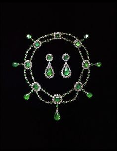 The French emperor Napoleon Bonaparte and Joséphine gave these to their adopted daughter, Stéphanie de Beauharnais, on her arranged marriage to the heir of the Grand Duke of Baden.