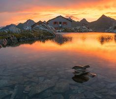 The Cadlimo mountain hut (IT: capanna Cadlimo) is situated in the wonderful mountain landscape of Ritom Piora