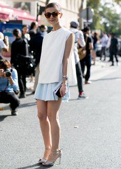 Crop top, de cuello de pico, de algodón o lino... Para una camiseta blanca, todas las demás prendas son una excelente pareja para formar un estilo 10. Encuentra la tuya.