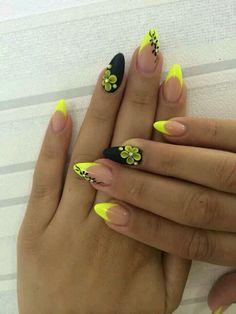 ?Nail art ???? https://www.facebook.com/shorthaircutstyles/posts/1762374430719663 (Beauty Nails Black)