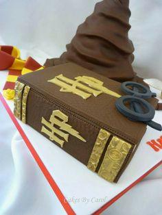Harry potter cake. I love this Gateau Harry Potter, Harry Potter Birthday Cake, Harry Potter Food, Detective Party, Cauldron Cake, Party Mottos, Movie Cakes, Cupcake Cakes, Cupcakes