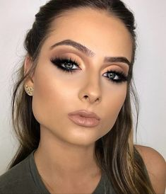 Pin By Beauty On Makeup Inspo In 2019 Beauty Makeup Flatlay – Tutoriels Cheveux Bold Makeup Looks, Love Makeup, Makeup Inspo, Makeup Inspiration, Perfect Makeup, Makeup Ideas, Makeup Tutorials, Awesome Makeup, Gorgeous Makeup