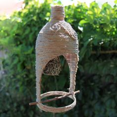 Make your own outdoor bird feeder using an ordinary 2L soft drink bottle, some twine and glue. I love this!  You could get so creative with this and decorate how ever you want.  The possibilities are endless.