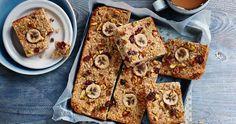 350 g oats; 4 bananas; 3 - 5 tbsp honey; 4 tbsp coconut oil; 30 g pistachio; 30 g dried cranberries; 2 tsp cinnamon