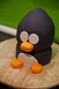 : pie penguin with recipe and instructions Cupcakes, Pie, Recipes, Finger Food, Penguin Birthday, Tutorials, Bakken, Christmas, December