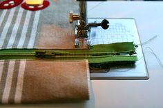 gretelies: Dann schließt du mit einem knappkantigen Geradstich (etwa 4 - 5 mm) die Seiten der Tasche von RECHTS!