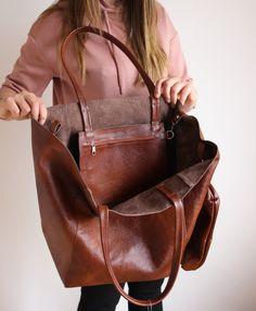 leather purses and handbags Leather Purses, Leather Handbags, Fabric Handbags, Crochet Handbags, Leather Bags, Big Tote Bags, Diy Sac, Diaper Bag Backpack, Diaper Bags