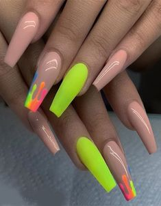 Prized by women to hide a mania or to add a touch of femininity, false nails can be dangerous if you use them incorrectly. Types of false nails Three types are mainly used. Blush Nails, Drip Nails, Dipped Nails, May Nails, Nails Only, Nagellack Design, Broken Nails, Nail Quotes, Exotic Nails
