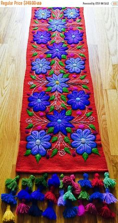 Boho Table Runner Boho Home Decor ovejas y lana por BraidOfLove Hand Embroidery Tutorial, Hand Embroidery Designs, Embroidery Patterns, Mexican Embroidery, Table Runner Pattern, Embroidered Cushions, Felt Fabric, Table Runners, Needlework