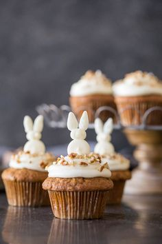 Carrot Cake Cupcakes - Lovely Little Kit. - I love these Carrot Cake Cupcakes because they taste as good as they look! Carrot Cake Cupcakes, Easter Cupcakes, Yummy Cupcakes, Cupcake Cakes, Easter Cake, Carrot Cakes, Cupcake Toppers, Dessert Simple, Slow Cooker Desserts