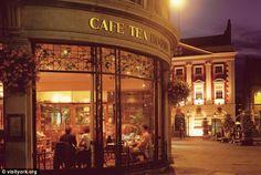 Betty's Cafe Tea Rooms (hakikaten York'u ziyaret etmek ve bol bol çay içmek gerekiyor aslında :) )