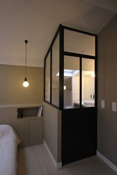 Salle de bain sous combles Interior Design Inspiration, Home Interior Design, Interior Architecture, House Beds, House Rooms, Steel Doors And Windows, Very Small Bathroom, Smart Home Design, French Apartment