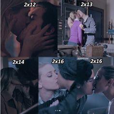 Bughead kisses are pretty sweet Bughead Riverdale, Riverdale Archie, Riverdale Funny, Riverdale Memes, Jughead And Betty Kiss, Cute Couples Goals, Emo Couples, Riverdale Wallpaper Iphone, Riverdale Betty And Jughead