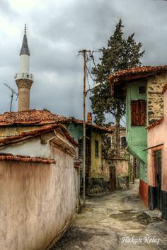 The old willage houses in Kula, Manisa, Turkey. Beautiful Buildings, Beautiful Homes, Beautiful Places, The Beautiful Country, Visit Turkey, Miles To Go, Turkish Art, Turkey Travel, Architecture Old