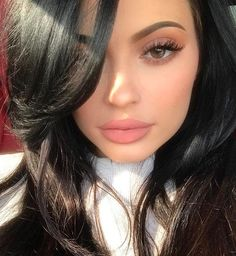 Find images and videos about beauty, makeup and kylie jenner on We Heart It - the app to get lost in what you love. Kendall Jenner Make Up, Looks Kylie Jenner, Estilo Kylie Jenner, Kyle Jenner, Kendall And Kylie Jenner, Kylie Jenner Instagram, Khloe Kardashian, Kardashian Kollection, Kylie Makeup