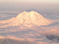 A view from the top! Mt Rainier :)