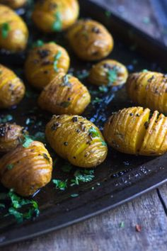 These Indian style spicy Hasselback potatoes will look pretty on your dinner table.If you like spicy and comfort, make it the Indian way - Tadka marke Kulfi Recipe Easy, Aloo Tikki Recipe, Ways To Make Coffee, Hasselback Potatoes, Green Chutney, Tea Time Snacks, Hot Cross Buns, How To Look Pretty, Indian Style