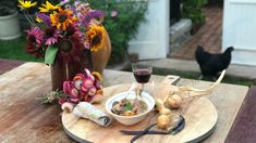 Foto: Camilla Næss / NRK Bon Appetit, Pesto, Risotto, Table Settings, Table Decorations, Coq Au Vin, Noodle Soup, Place Settings, Dinner Table Decorations