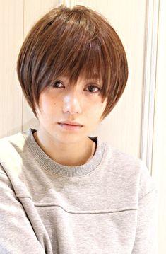 黒髪アッシュ☆かっこ可愛いショート