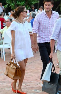 Love the white dress with the bright ballet flats! Oh Palermo please give me your wardrobe!