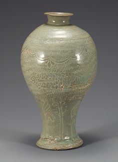 (Korea) Buncheong Porcelain Bottle. ca 15th century CE. Joseon Kingdom, Korea. 粉靑沙器 象嵌魚文梅甁
