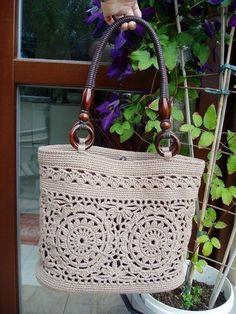 Best 12 RED Valentino Leather and Crochet Raffia Tote Bag Crochet Bobble, Bobble Stitch, Crochet Tote, Crochet Handbags, Crochet Purses, Hand Crochet, Knit Basket, Crochet Circles, Kakao