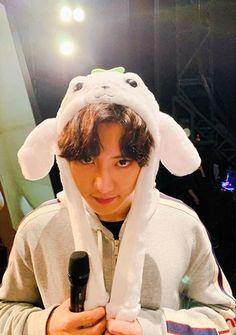 Cute bunny Yeolie 🐰💜 181111 - EXO Kai insta update with Chanyeol. Kyungsoo, Chanyeol Cute, Park Chanyeol Exo, Exo Kai, Chansoo, Xiuchen, Exo Korean, Wattpad, Exo Ot12