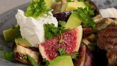 Fyldig salat med auberginer, avokado og figner - opskrift