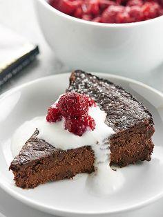 Vegan Flourless Chocolate Cake Recipe via @showmetheyummy