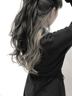 【STILL un label】インナーカラー☆ロンググレージュ Hidden Hair Color, Two Color Hair, Headband Hairstyles, Pretty Hairstyles, Undercolor Hair, Pelo Emo, Peekaboo Hair, Dye My Hair, Grunge Hair